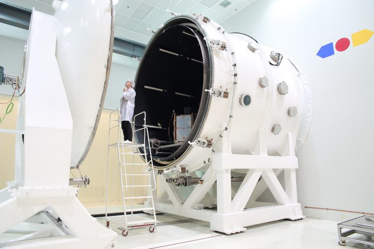 Pengujian Vakum Terma (Thermal Vacuum Test)